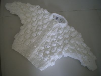 BEAUTIFUL HAND KNITTED BABY GIRLS WHITE BOBBLE CARDIGAN 0-3 MONTHS