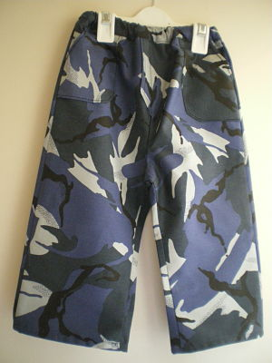 LOVELY BOYS HANDMADE 3/4 LENGTH COMBAT SHORTS 6/9 MONTHS