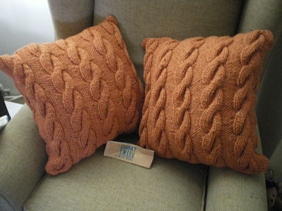 2 X LOVELY HAND KNITTED CUSHIONS WITH CUSHION PADS