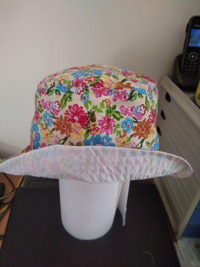 LOVELY GIRLS HANDMADE FLOWER BUCKET HAT AGE 5-6 YEARS