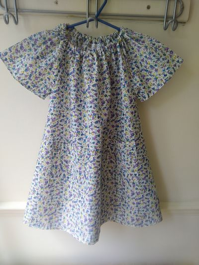 LOVELY GIRLS LILAC AND BLUE FLOWER POCKET DRESS AGE 3/4 YEARS