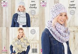 KING COLE LADIES SUPER CHUNKY KNITITNG PATTERN (5577)