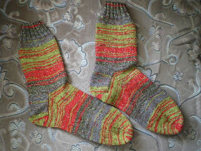 LOVELY LADIES GLITTER HAND KNITTED SOCKS - SHOE SIZE 3-5