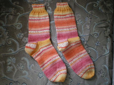 LADIES LOVELY HAND KNITTED SOCK - SHOE SIZE  3-5