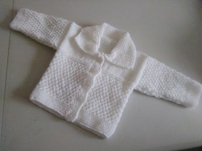 LOVELY PLAIN WHITE BABIES HAND KNITTED CARDIGAN 0-3 MONTHS