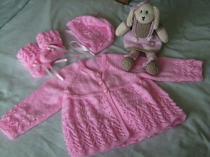 BEAUTIFUL BABY GIRLS LACY MATINEE SET WITH TOY 0-3 MONTHS
