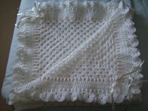 LOVELY HAND CROCHETED WHITE AND CREAM GRANNY SQUARE BLANKET