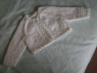 LOVELY GIRLS 4PLY WHITE CARDIGAN AGE 0-3 MONTHS