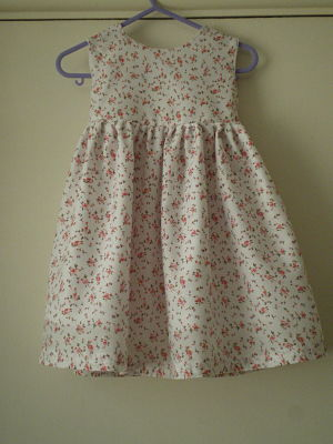 LOVELY GIRLS HANDMADE FLOWER DRESS 4-5 YEARS