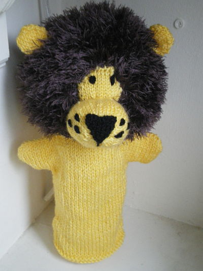 HAND KNITTED LION PUPPET