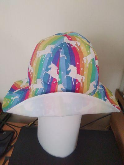 LOVELY GIRLSHANDMADE RAINBOW /UNICORN BUCKET HAT AGE 5-6 YEARS