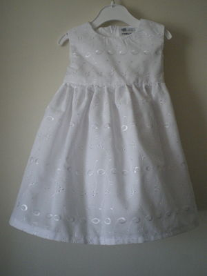 BEAUTIFUL HANDMADE GIRLS WHITE DRESS -3-6 MONTHS